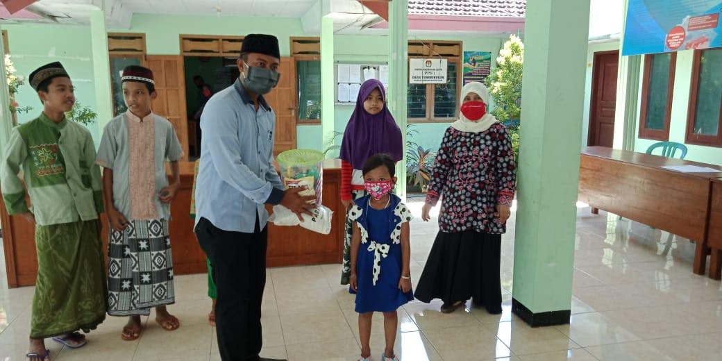 Anak yatim di Desa Tuwirikulon terima santunan dari Paras Group